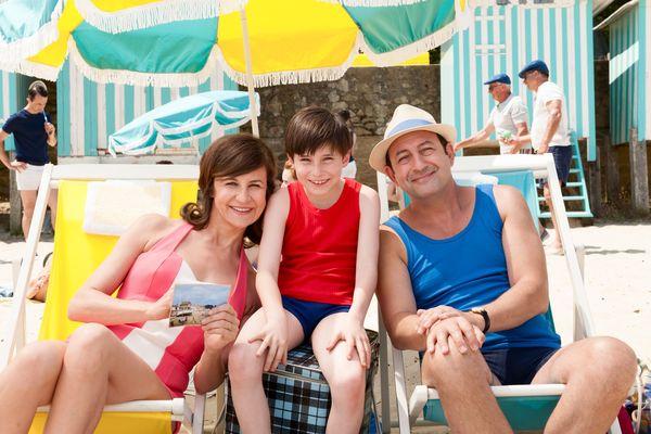 La plage et les acteurs dans les vacances du petit Nicolas.