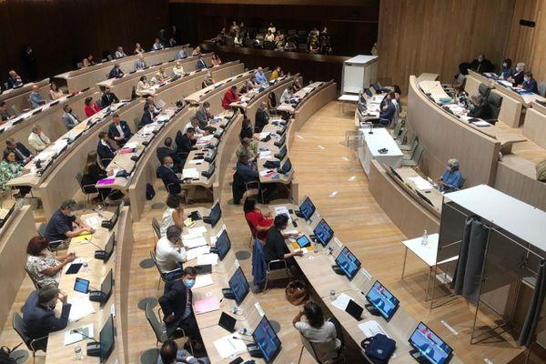 Un budget de 50 millions d'euros pour les écoles et contre le logement indigne a été voté lors du conseil municipal de Marseille du 27 juillet 2020.