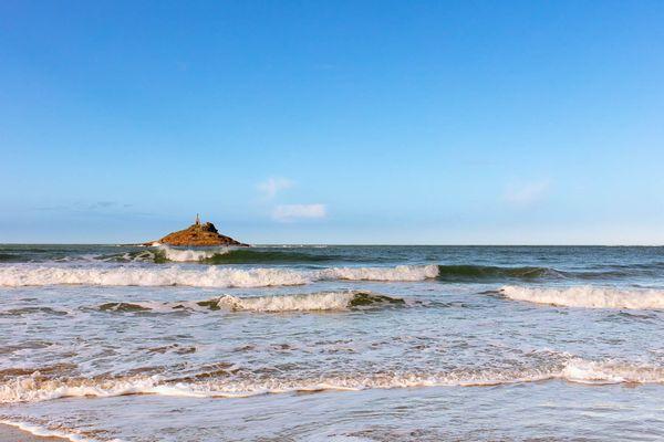 Ciel azur sur la plage Saint-Michel - Cap d'Erquy (22)