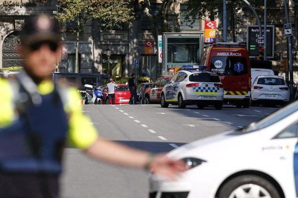Un policier aux abord des Ramblas à Barcelone après l'attentat terroriste à la camionnette - 17/08/2017