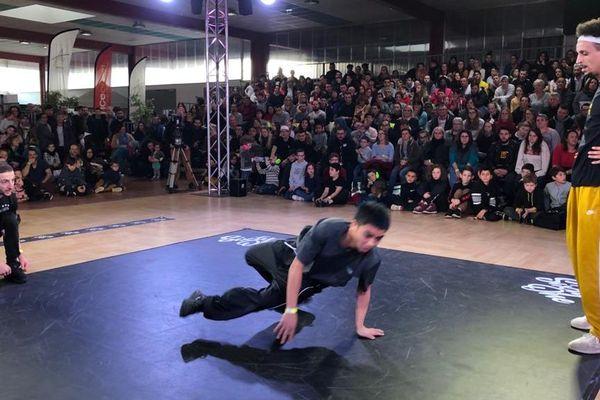 Les danseurs de break dance multiplient les figures dimanche 19 janvier 2020.