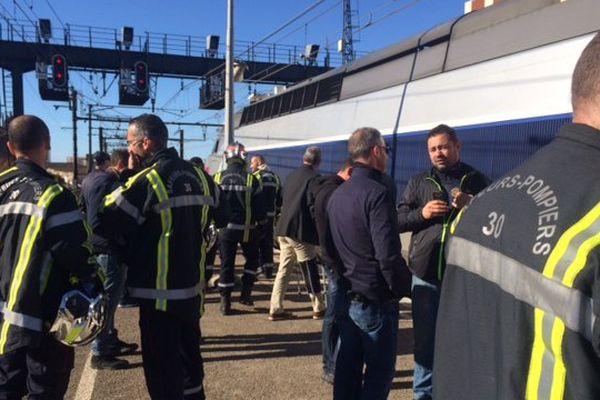 Nîmes - les pompiers du Gard manifestent et bloquent les trains en gare - 23 septembre 2017.