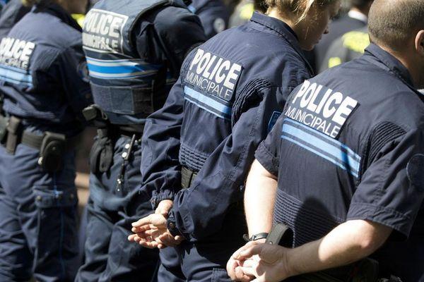 Des policiers municipaux à Villiers-sur-Marne (Val-de-Marne). Photo Kenzo Tribouillard. AFP