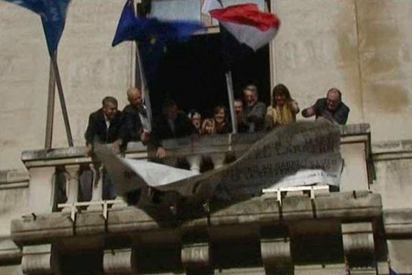 Retour des quatre otages ... Valence décroche sa banderole de soutien... 30/10/13