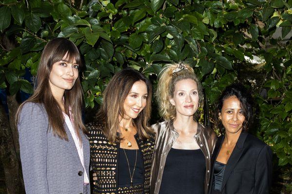 La scénariste et réalisatrice franco-tunisienne Manele Labidi (tout à droite sur la photo) était à la cérémonie d'ouverture du FFA tout comme Clara Luciani, Elsa Zylberstein et Evelyne Brochu.