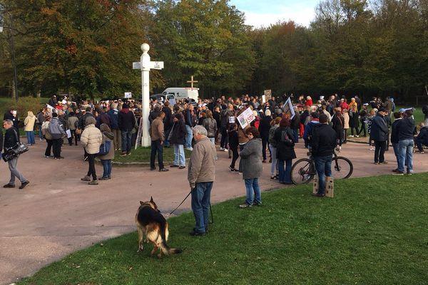 Plus de 400 personnes se sont réunies pour réclamer l'interdiction de la chasse à courre.