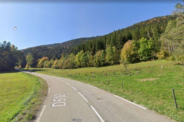 L'accident impliquant la moto et la voiture a eu lieu sur la RD512, commune de Saint-Pierre-de-Chartreuse.