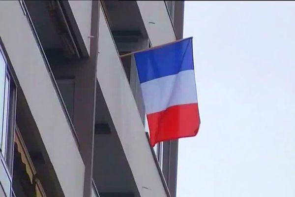 Pour la première fois depuis 75 ans, les commémorations du 8 mai 1945 se feront à domicile... Les français sont invités à pavoiser les balcons et terrasses