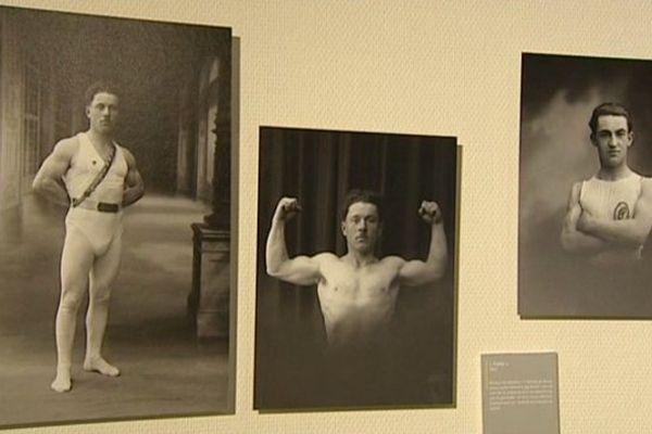 """Ces clichés de """"musculeux"""" du début du 20e siècle sont issus du fonds photographique Parry."""