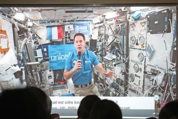 """Thomas Pesquet a lu ses deux coups de cœur du concours """"Faites voyager vos histoires dans l'espace"""""""
