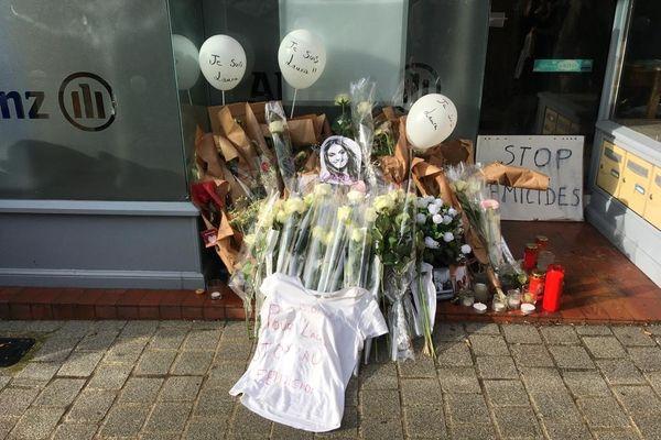 L'hommage d'anonymes à la jeune femme tombée sous les coups de son ex-petit ami