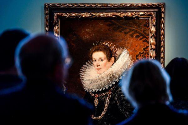 """Musée de Flandre à Cassel, lors d'une exposition exceptionnelle en 2018 consacrée aux peintres flamands. Ici, """"Portrait of a Young Lady"""" par Gaspar de Crayer (1584-1669)."""