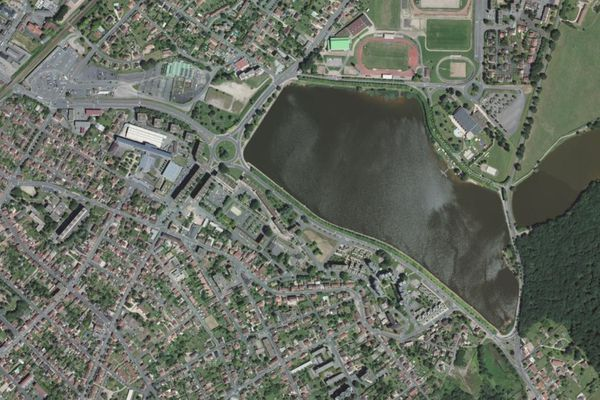 Montceau-les-Mines et le lac du Plessis.