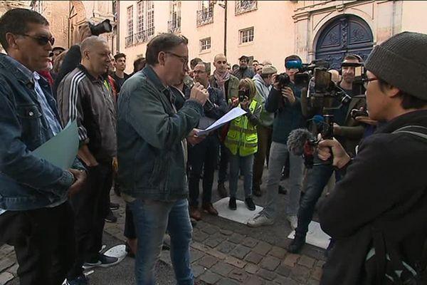 150 personnes ont tenu à venir soutenir Fatima E. ce mercredi à Besançon.