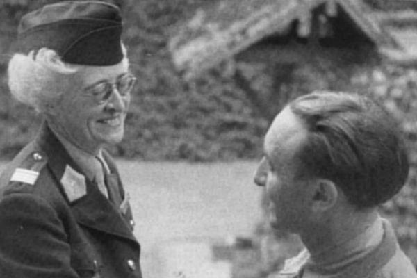 Florence Conrad à Fontainebleau le 30 juin 1945.