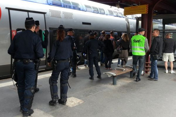 La présence des forces de l'ordre a été constante sur les quais de la gare de Nancy cette semaine pour éviter toute altercation entre usagers et cheminots.
