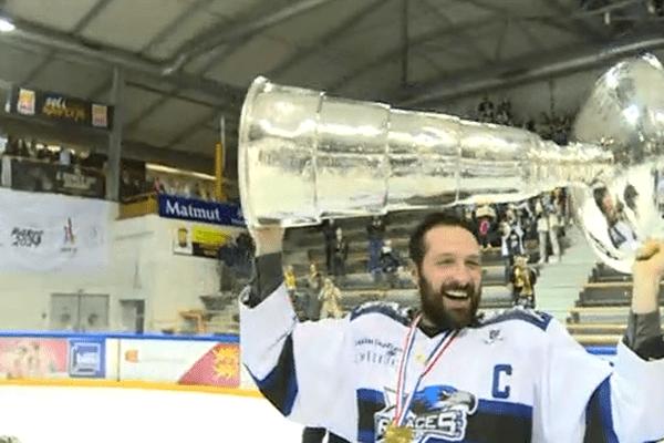 La joie des hockeyeurs gapençais après leur titre de champions de France !