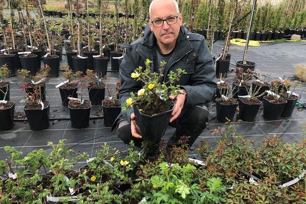 Jérôme Chéné, producteur de rosiers aux Rosiers-sur-Loire.