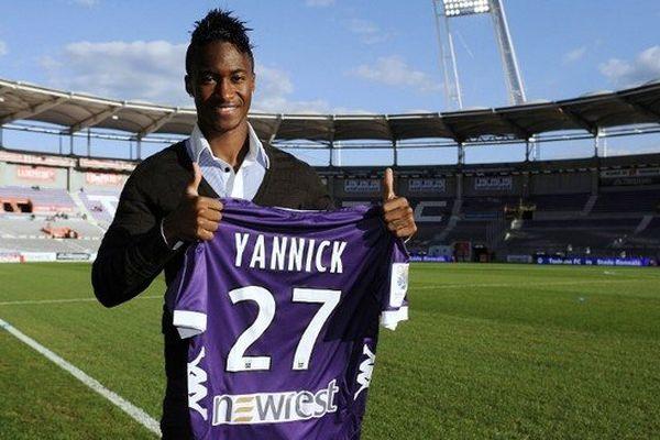 En août 2011, Yannick Djalo, attaquant du Sporting, avait fini par rejoindre, libre, en janvier 2012, le Benfica, qui l'a prêté à Toulouse lors de la saison 2012-2013 puis depuis mars dernier aux Earthquakes de San José.