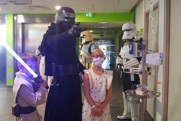 Des personnages de Star Wars ont rendu visite aux enfants malades de l'hôpital américain de Reims ce samedi 1er juin 2019.