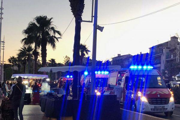 Quatre ambulances des pompiers ont été mobilisées pour porter secours à la famille victime de brûlures après l'explosion d'une lampe au bioéthanol sur le marché de Bandol, dans le Var.