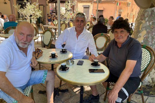 José et ses amis, au bar Les Intimes