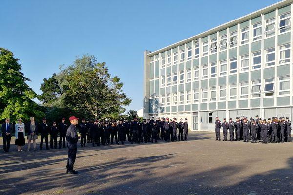97 jeunes venus d'autres régions que la Bretagne vont passer 12 jours dans ce lycée de Vannes pour tester le service national universel.