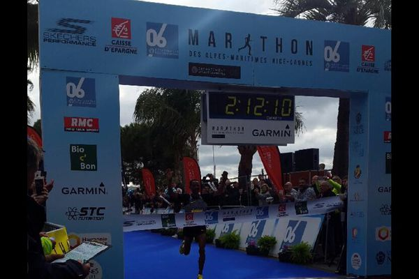 L'éthiopien Kelkilew Dejene réalise ce marathon 2017 en 2 h 12 minutes et 09 secondes