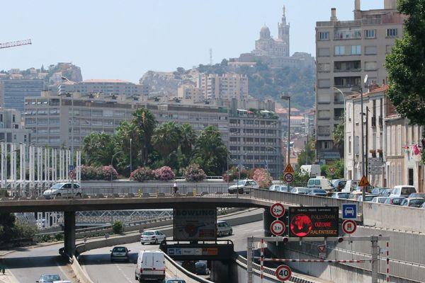 Illustration : Avec la circulation et la chaleur, la pollution est très présente à Marseille