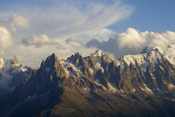Un alpiniste italien a trouvé la mort le 22 juillet 2021 lors de la descente de la Dent du Géant, dans le massif du Mont-Blanc.