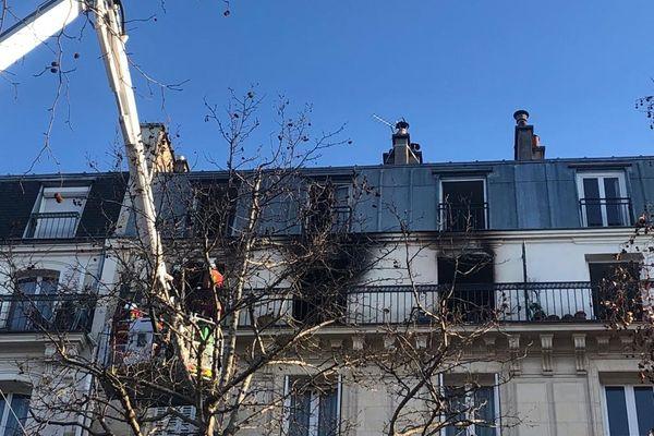 Les fumées de l'incendie se sont propagées dans l'appartement situé au-dessus.