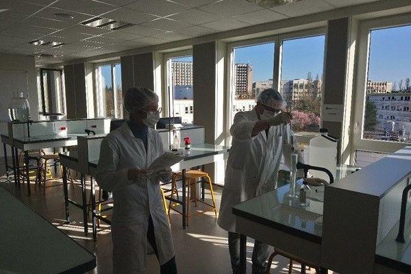 La Faculté de pharmacie produit désormais des solutions Hydroalccoliques