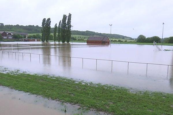 Un stade de foot inondé à Donnemarie-Dontilly, en Seine-et-Marne.