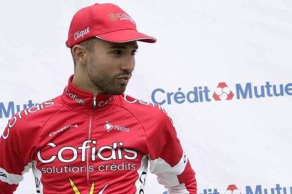 Nacer Bouhanni, champion de France 2012, blessé à la main par des personnes ivres, devrait cependant prendre le départ du Tour de France.
