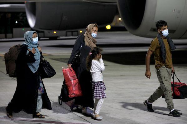 148 Afghans bi-nationaux originaires du Canada, de Grande-Bretagne, d'Allemagne et de France ont quitté Kaboul pour atterrir à Doha sur un vol de Qatar Airways ce 10 septembre 2021.