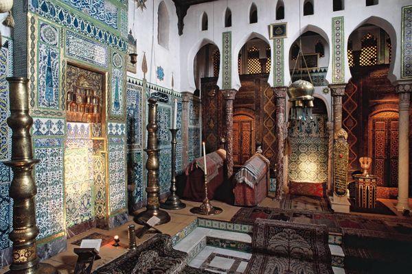 La salle de la mosquée de la Maison de Pierre Loti à Rochefort avant la restauration.