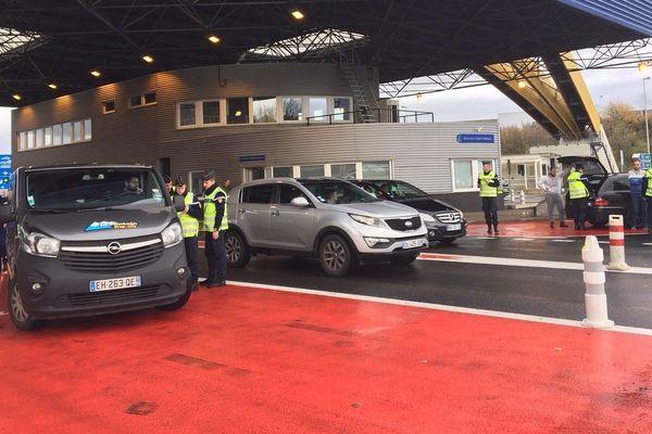 La gendarmerie a procédé à des contrôles, notamment à la frontière Suisse, près de Bardonnex.