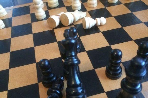 Mercredi 22 mars s'ouvre à Clermont-Ferrand le procès d'un animateur d'un atelier d'échecs qui intervenait en milieu scolaire. Il est poursuivi pour des atteintes sexuelles, en l'occurrence des attouchements, sur cinq fillettes.
