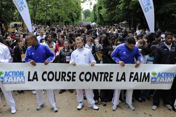 1300 élèves se sont rassemblés pour la Course contre la faim organisée par l'ONG Action contre la faim, vendredi 15 mai 2009, au jardin du Luxembourg, à Paris.