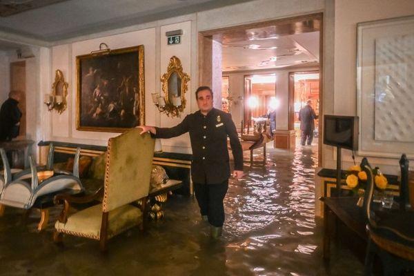 Venise, le 12 novembre > Le Gritti Palace inondé.