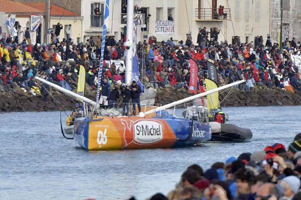 Vendée Globe 2016. Le 06 11 2016 Ambiance et foule lors du départ des bateaux. Jean Pierre Dick sur St michel Vibrac