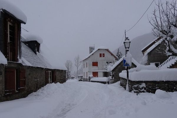 Le village de Bun recouvert d'un manteau blanc
