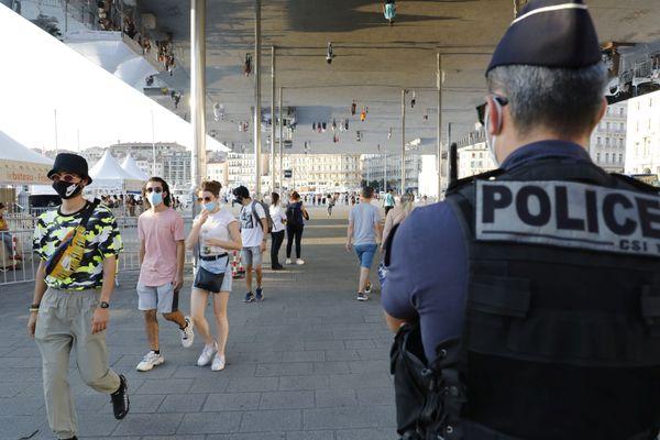 Le préfet a annoncé un durcissement des mesures à Marseille et dans 26 communes des Bouches-du-Rhône.