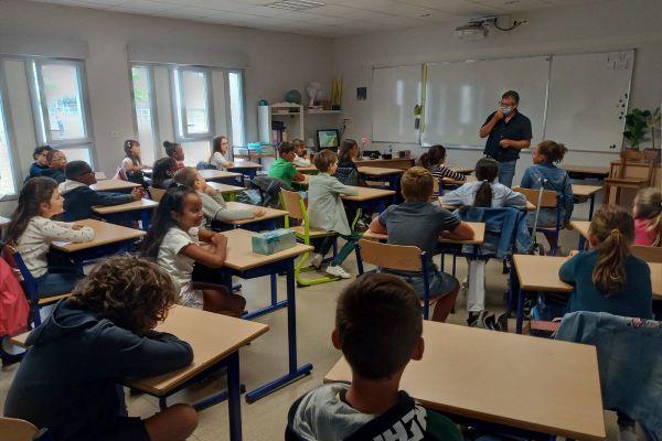 Une rentrée presque comme les autres a eu lieu dans les écoles de Toulouse ce mardi matin. Plusieurs cas de covid-19 ont été signalés avec pour conséquence la fermeture de classes.