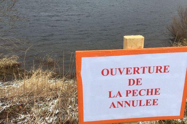 Faute de glace, la célèbre pêche au trou du lac de Guéry, dans le Puy-de-Dôme, n'aura pas lieu cette année.