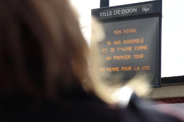 Message de la Saint-Valentin sur un panneau de la ville de Dijon en février 2020