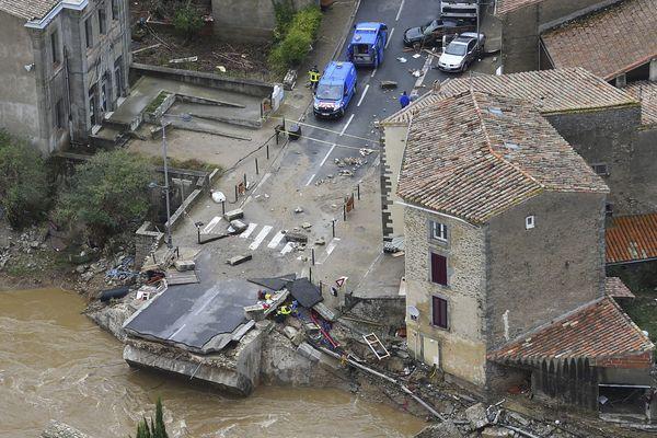 Le pont de Villegailhenc n'existe plus après les inondations dans l'Aude.