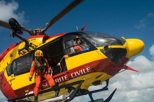 Les deux kayakistes ont été transportés en hélicoptère jusqu'à l'hôpital Jacques Monod du Havre (Seine-Maritime)