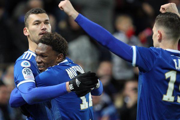 Ludovic Ajorque (à gauche) et Lebo Mothiba (au centre) ont respectivement marqué un et deux buts.