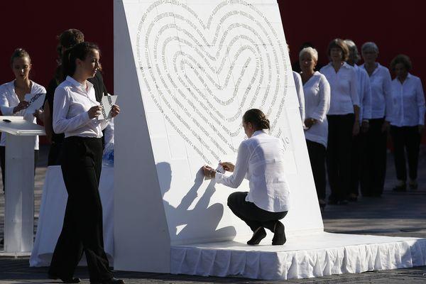 Attentat de Nice : ils s'appelaient Salma, Yanis, Alina, David... hommage aux 86 victimes